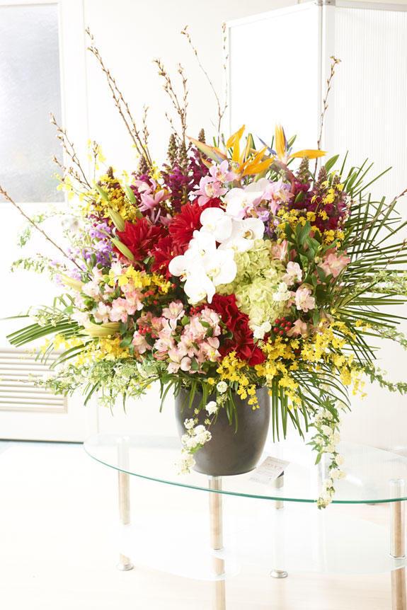 <p>開店祝い、竣工祝い、結婚祝いなどの各種お祝い毎の贈り物としてもご利用いただける壺花(つぼばな)</p>
