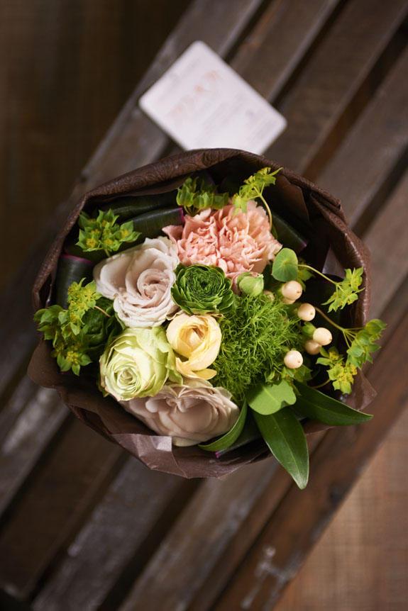 <p>あらゆるお祝いシーンをラグジュアリーに飾る、存在感抜群の花束!</p>