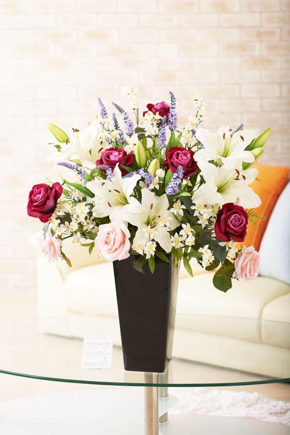 <p>存在感抜群のカサブランカとバラで仕立てた高級造花アート・アレンジメント</p>