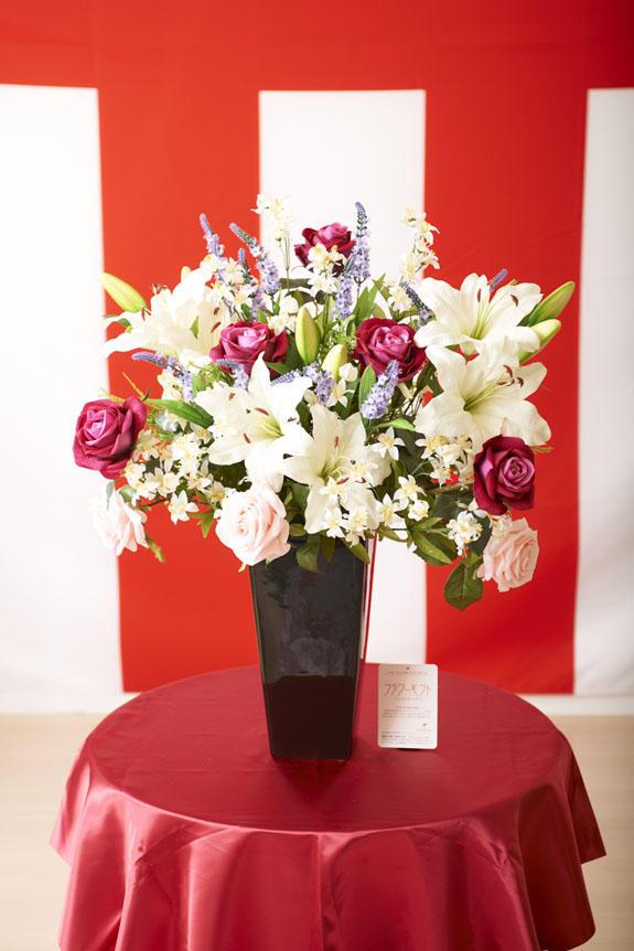 <p>受付やオフィスのインテリア、リビングなどにも人気の造花アート・アレンジメント</p>
