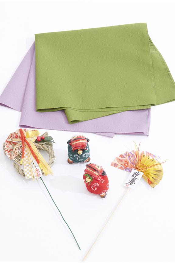 <p>風呂敷、獅子舞チャーム(立ち獅子)、迎春ピックがセットになっている正月、迎春仕様の胡蝶蘭ミディです。※色、形状の指定は承れません。</p>