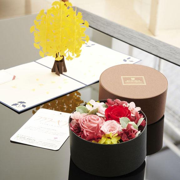 <p>写真はお祝い花(プリザーブドフラワー)に添えたイメージです。</p>