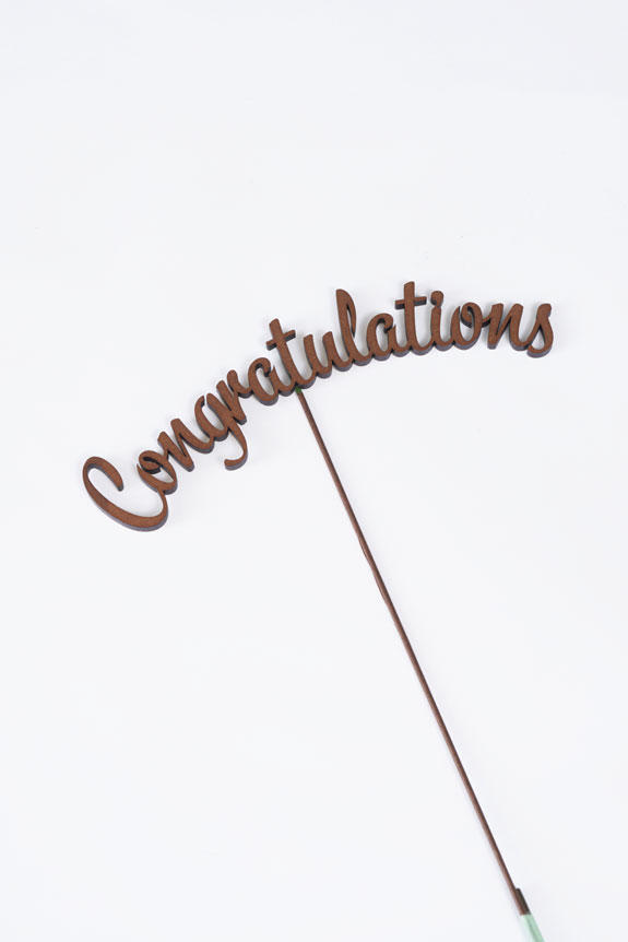 <p>「Congratulations」の文字型のメッセージ立札です。</p>