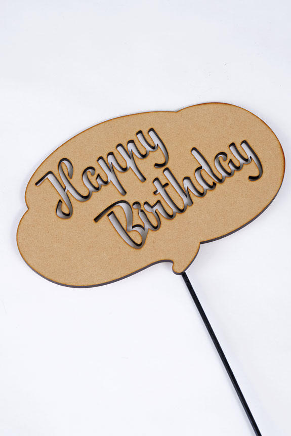 <p>「Happy Birthday」の文字をくり抜いたメッセージ立札です。</p>