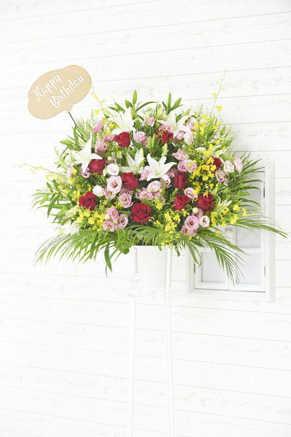 <p>Happy Birthday(吹き出し型)の立体メッセージ立札付きスタンド花商品です。</p>
